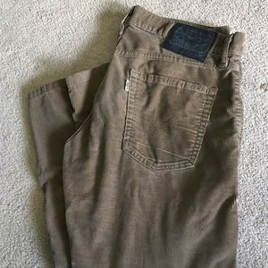 Brown Levi's Corduroy High Waisted Jeans. Size:32
